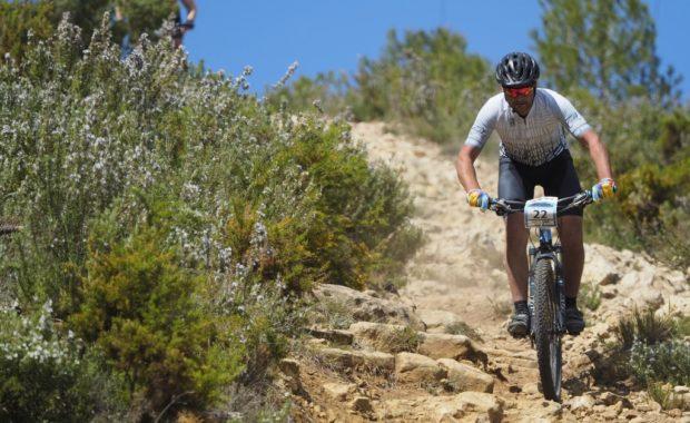 BTT. Este circuito de 6 ejercicios está diseñado para principiantes del mountain bike (BTT) o nivel intermedio que no esté familiarizado con incluir un programa de fuerza en su planificación anual de entrenamiento en BTT